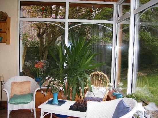 Pearse Lodge B&B: Sun room, as you enter the front door