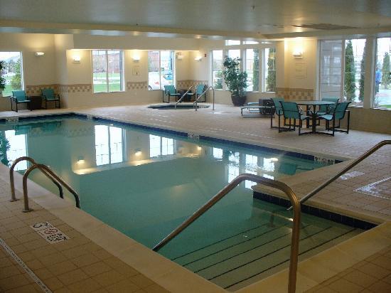 Residence Inn Toledo Maumee: Pool/Hot Tub