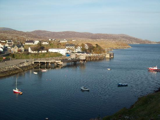 Tarbert, UK: Hotel Hebrides by the ferry terminal