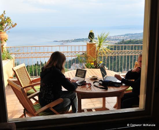 Residence Schuler: View across balcony