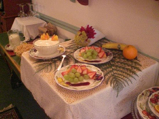 The 1896 House Country Inn - Barnside Inn: Breakfast!