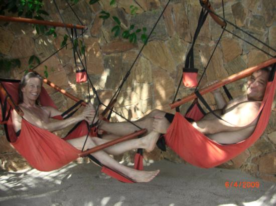 Cachoeira Inn: Swing chairs and foot massages, on the 'beach'