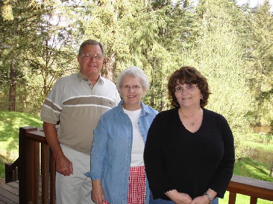 Lobenhaus Bed & Breakfast & Vineyard: Joe Shari Susan