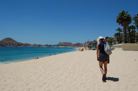 The Bungalows Hotel : Nice Beach