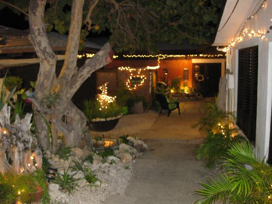 Mary Lee's by the Sea: Nightime Patio