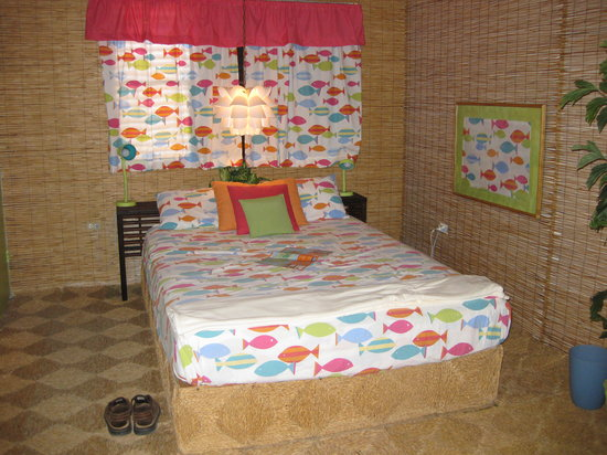 Mary Lee's by the Sea: Cozy Bed in Suzie's