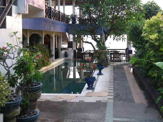 Matahari Tulamben Resort, Dive & SPA: the pool,bar and restaurant