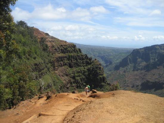 Plantation at Princeville: hiking in waimea canyon