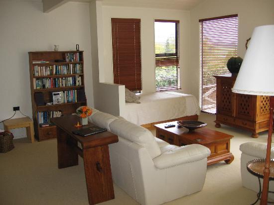 Saltings Estate Vineyard Accommodation: The Lounge