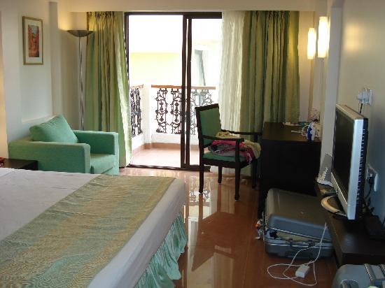 ฟีนิกซ์ พาร์คอินน์ รีสอร์ท: Our room (we upgraded - Charge of £250.00 per week)