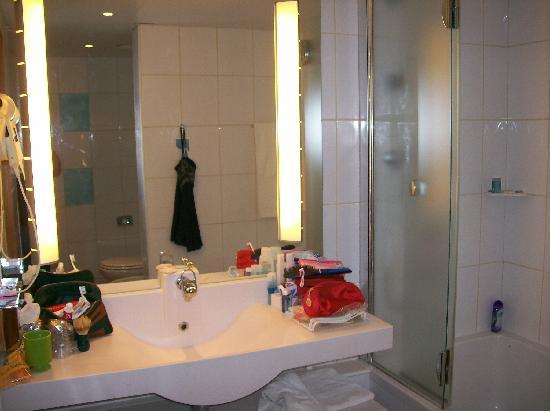 Novotel Lisboa: Bathroom