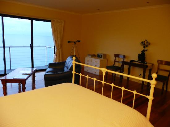 Clifftop Accommodation: Room pic 3