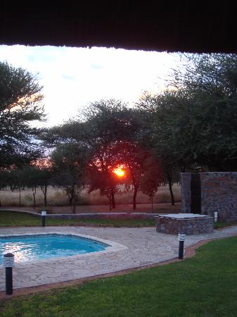 Khan River Lodge: Pool view