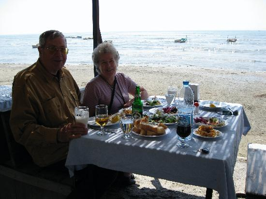 Anzac Golden Bed Pension: Lunch off the beaten trail in Karine.