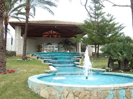 Prinsotel La Dorada: Impressive Entrance