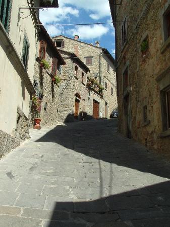 Villa Marsili : Typically steep street in Cortona