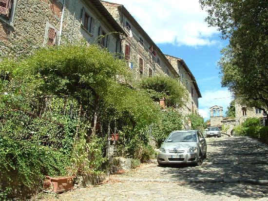 Villa Marsili : Picturesque street in Cortona