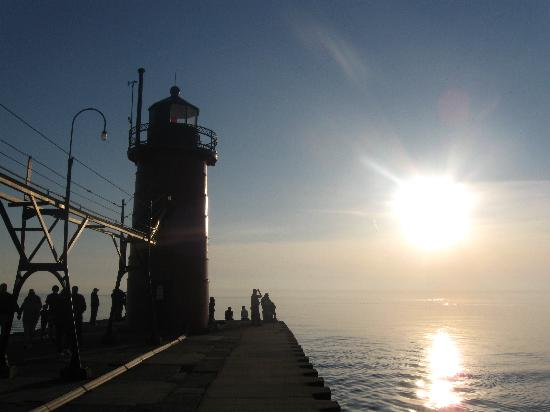 Sand Castle Inn: Sun over lighthouse in South Haven
