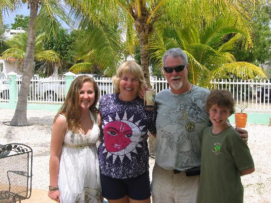 Coral Paradise Resort : Kids with Kenny and Margaret