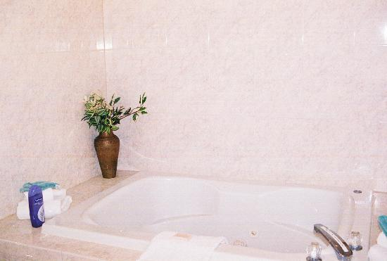 Riviera Resort & Suites: Jacuzzi