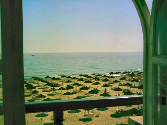 Royal Beach Hotel : view from our window