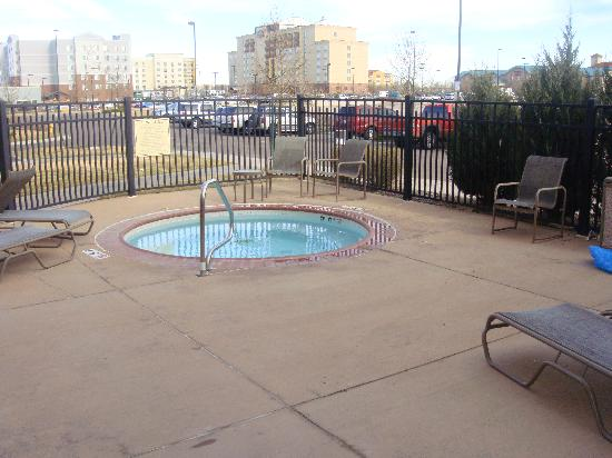 Embassy Suites by Hilton Denver International Airport : outdoor hot tub