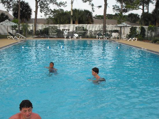 Westgate Inn & Suites: Pool Fun