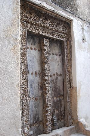 Baytil Ajaib: lamu doors