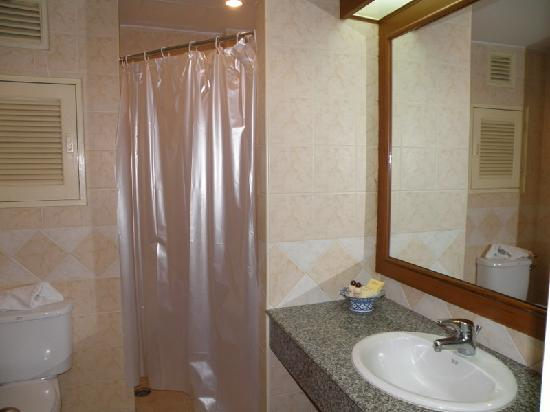 The Residence Garden Apartments & Suites: Bathroom