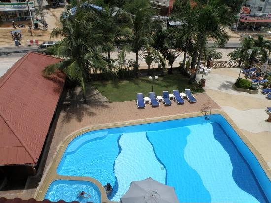 The Residence Garden Apartments & Suites: Pool view from room
