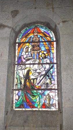 Saint-Maximin-la-Sainte-Baume, Francja: Stained Glass window in Mary Magdalene's grotto
