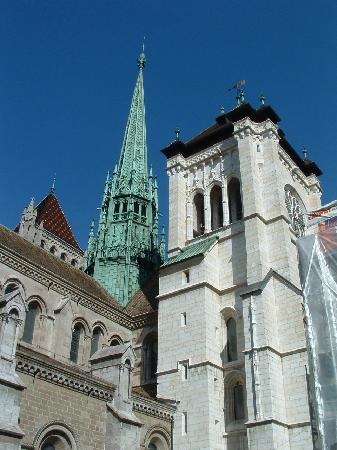 Cathedrale de St-Pierre : Cathedral from outside
