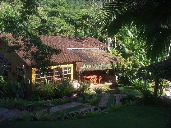 Pousada Bromelias: Le restaurant/bar proche de la piscine