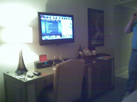 Grand Bohemian Hotel Asheville, Autograph Collection: Desk with Flat Screen Television
