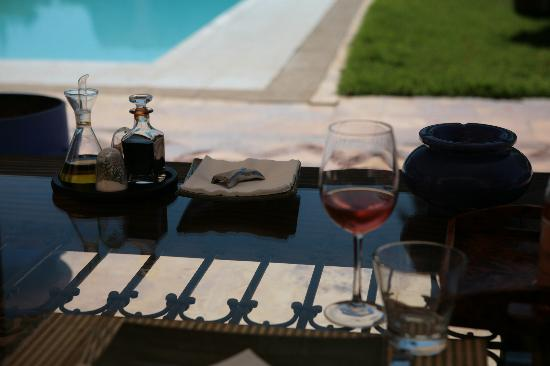 Casa Taos: Lunch by the pool