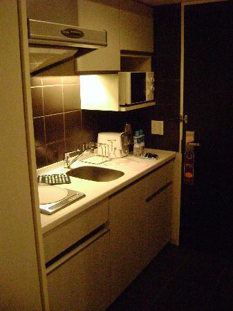 Citadines Shinjuku Tokyo: the little kitchen