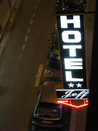 Jeff Hotel- Paris: At night