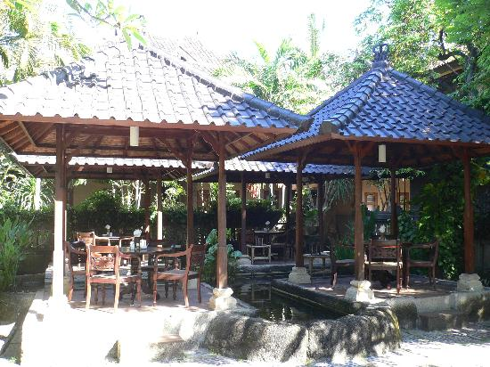 Hotel Puri Bambu: You can eat your room service here if you wish!
