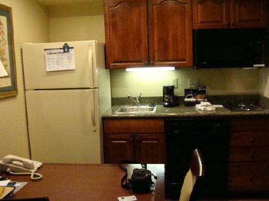 Homewood Suites by Hilton Richmond-West End: Kitchenette included in all rooms