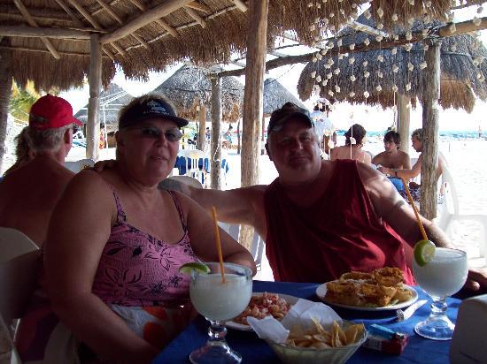 La Vida Dulce Casitas: enjoying lunch