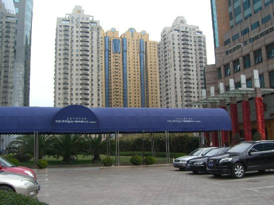 Grand Soluxe Zhongyou Hotel Shanghai: entrada trasera