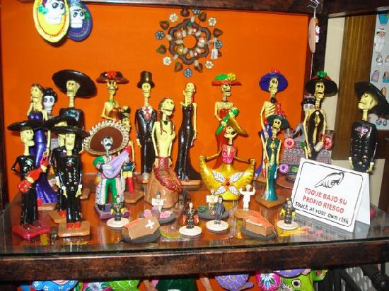 Los Aluxes: souvenir shopping at a handicraft store down the street