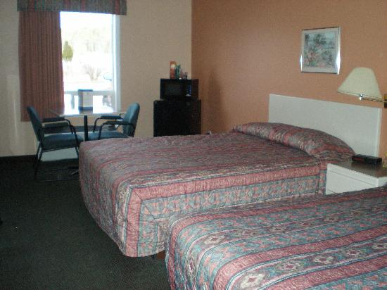 Super 8 Cranbrook: Double Queen room