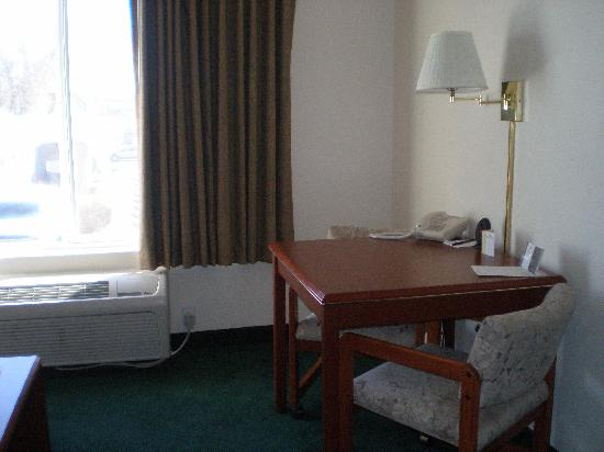 Oxford Suites Hermiston: Sitting area