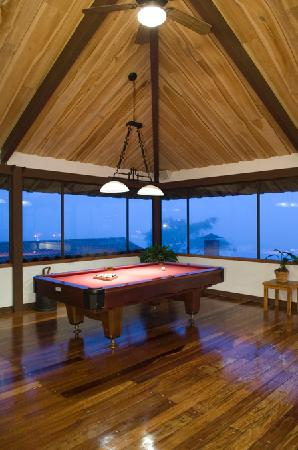 Villa Blanca Cloud Forest Hotel and Nature Reserve: Game Room