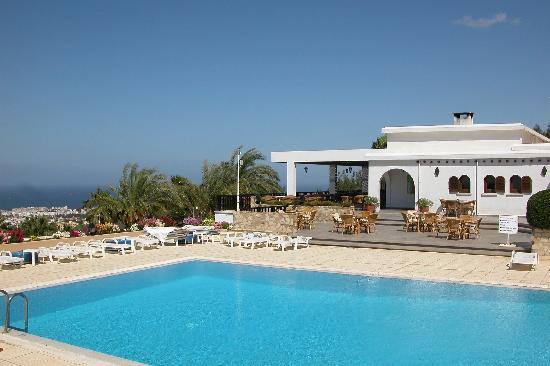 Onar Holiday Village: outdoor pool area + restaurant