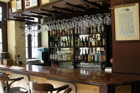 Nostalgia Hotel: louge bar under the rooms