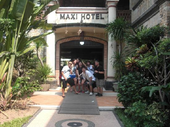 Maxi Hotel, Restaurant & Spa: Entrance
