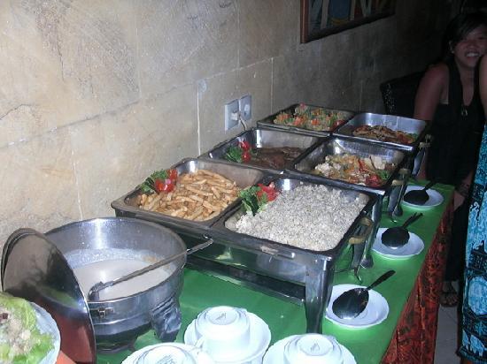 Maxi Hotel, Restaurant & Spa: Buffet Setup
