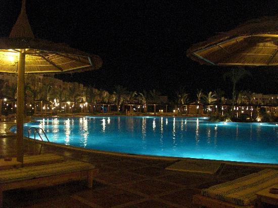 Albatros Palace Resort Hurghada: Les piscines de nuit
